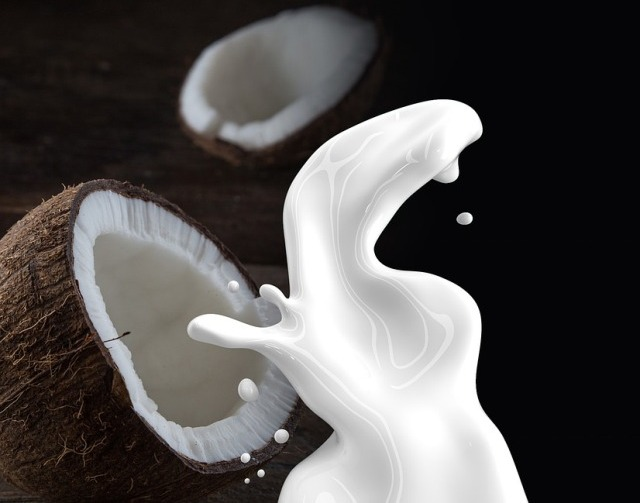 12 Benefits of Coconut Milk for Skin and Hair