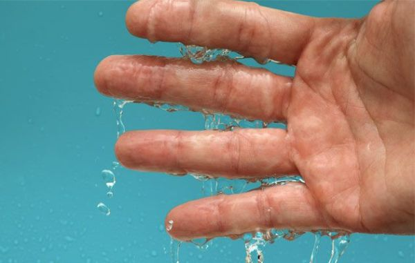 5 Best Home Remedies for Sweaty Palms and Feet